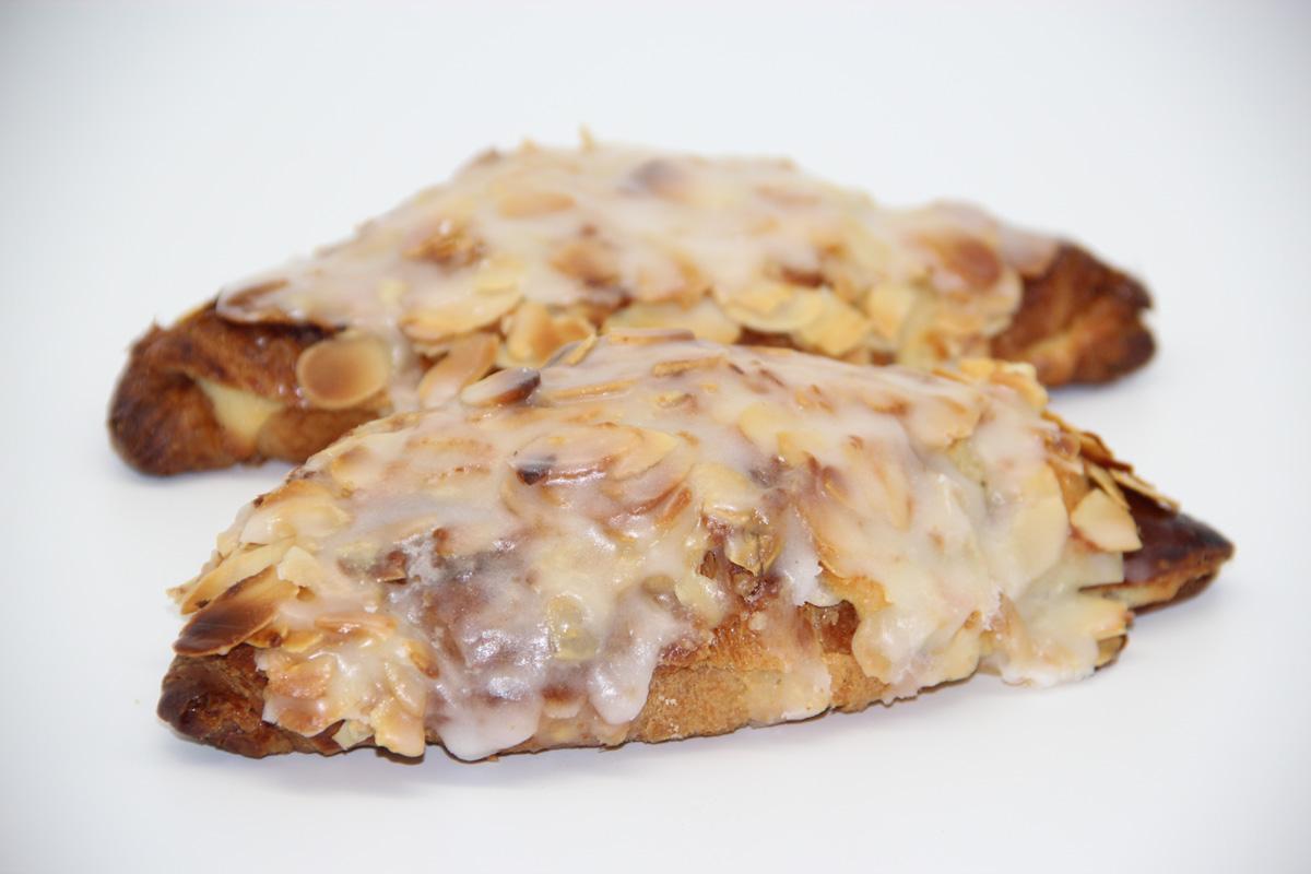 Croissant frangipane